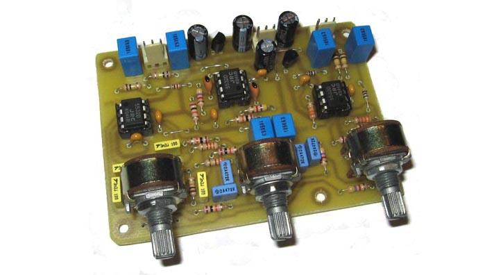stereofonicheskij-predvaritelnyj-usilitel-s-tembroblokom-na-ou-ne5532-min